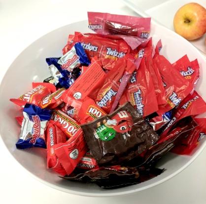 1 candy bowl medium size